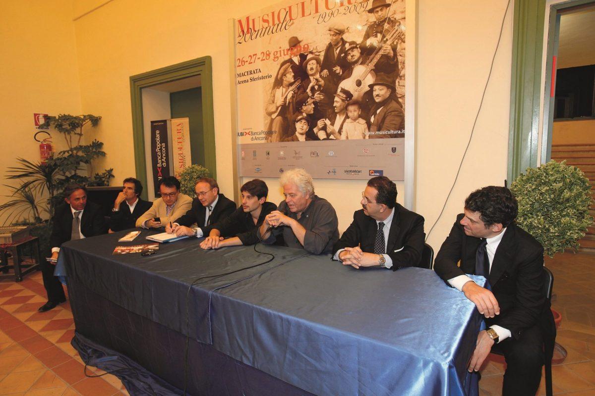 Conferenza-Stampa-finale-con-Vincitore-Assoluto-Giovanni-Block-Musicultura-2009